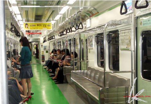 韓国の地下鉄内