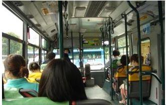 韓国のバスの車内