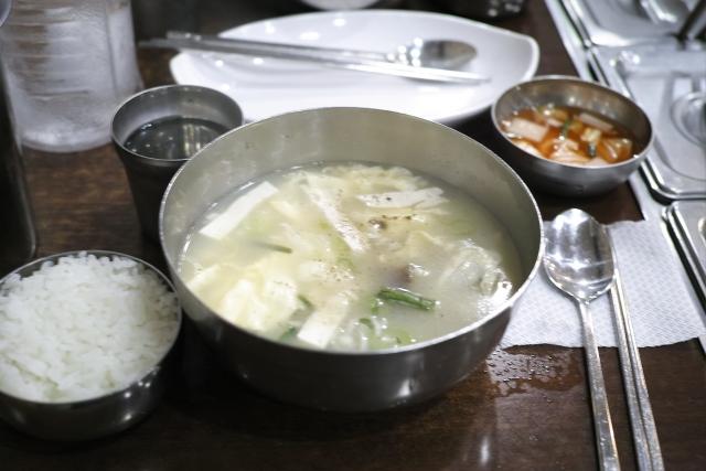 ご飯とスープの位置